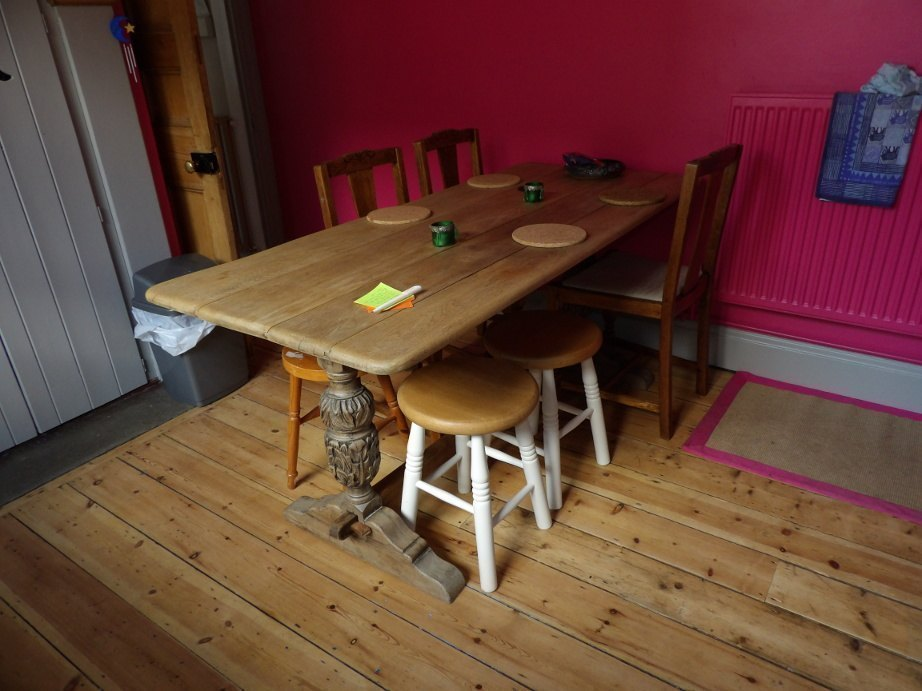 kitchen_table.JPG