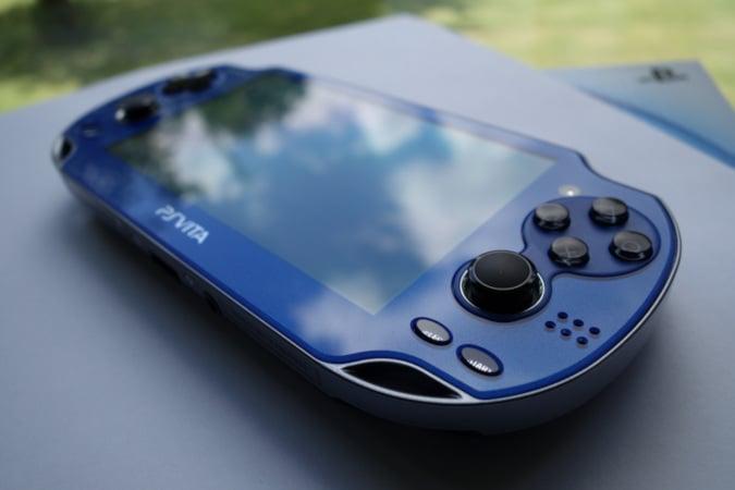 PlayStation_Vita_PCH-1000_model_blue.jpg