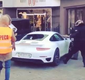 porsche-turbo-protestors-smash-video-turbo-ukraine[1].JPG